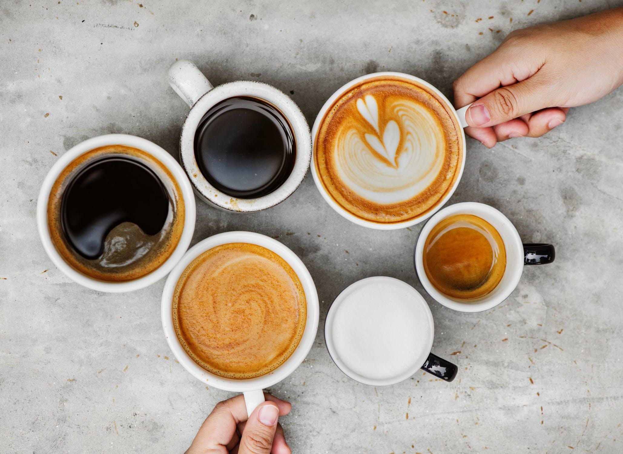Een koffieverslaving, meer heb je niet nodig om regelmatig van je stoel te komen!